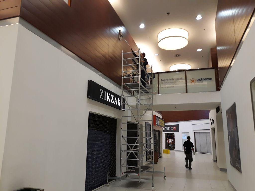 Pólus Center Bevásárlóközpont nagytakarítása